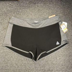 💟 NWT Women's Reebok active shorts size L